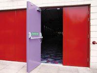 Где должны устанавливаться противопожарные двери